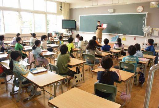 ニセコ小学校 朝の読み聞かせ